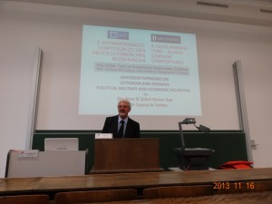 Prof. Dr. Ata Atun, Würzburg Üniversitesinde Makalesini Sunarken