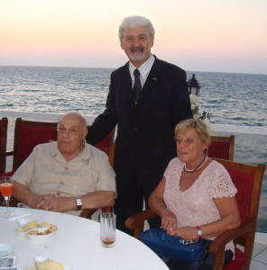 Rauf R. Denktaş, eşi Aydın hanım ve Ata Atun